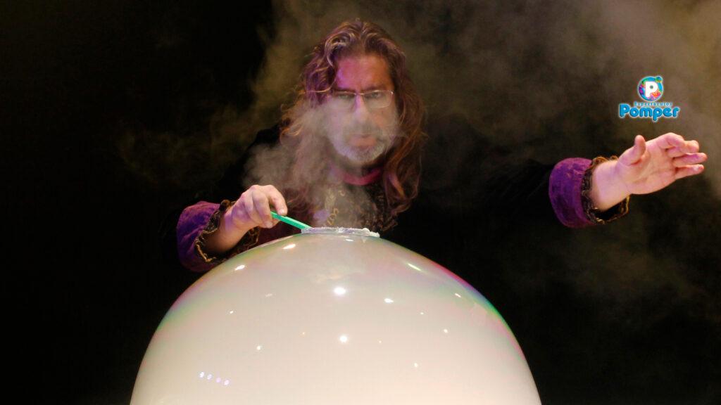 Willy Pomper, el mago de las burbujas